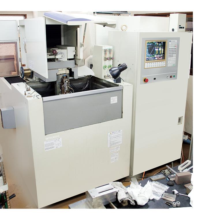 三菱電機ワイヤー放電加工機FX10